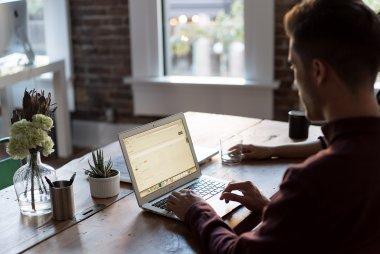 cara membuat email bisnis